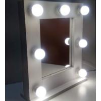 Маленькое гримерное зеркало с лампами 50х50